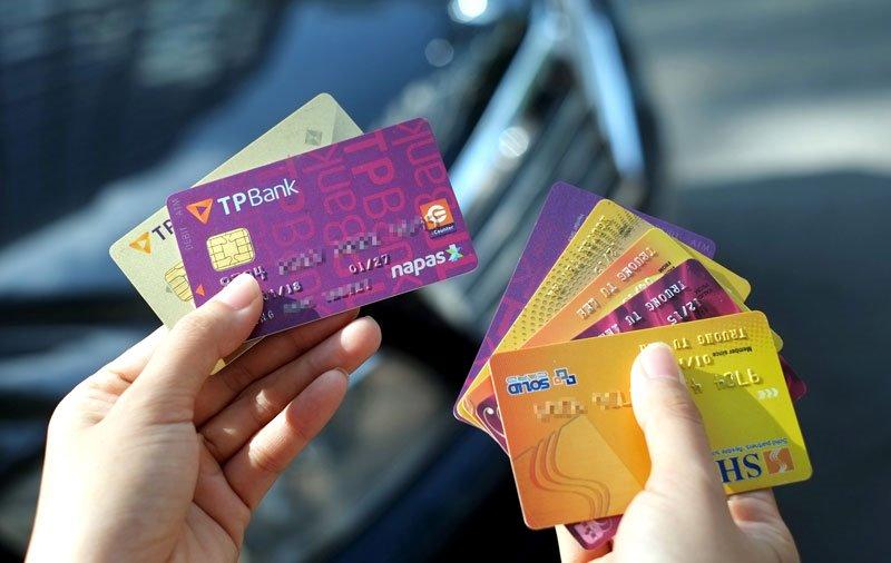 Hình thức sang ngang thẻ tín dụng là việc phát hành thêm một thẻ tín dụng mới